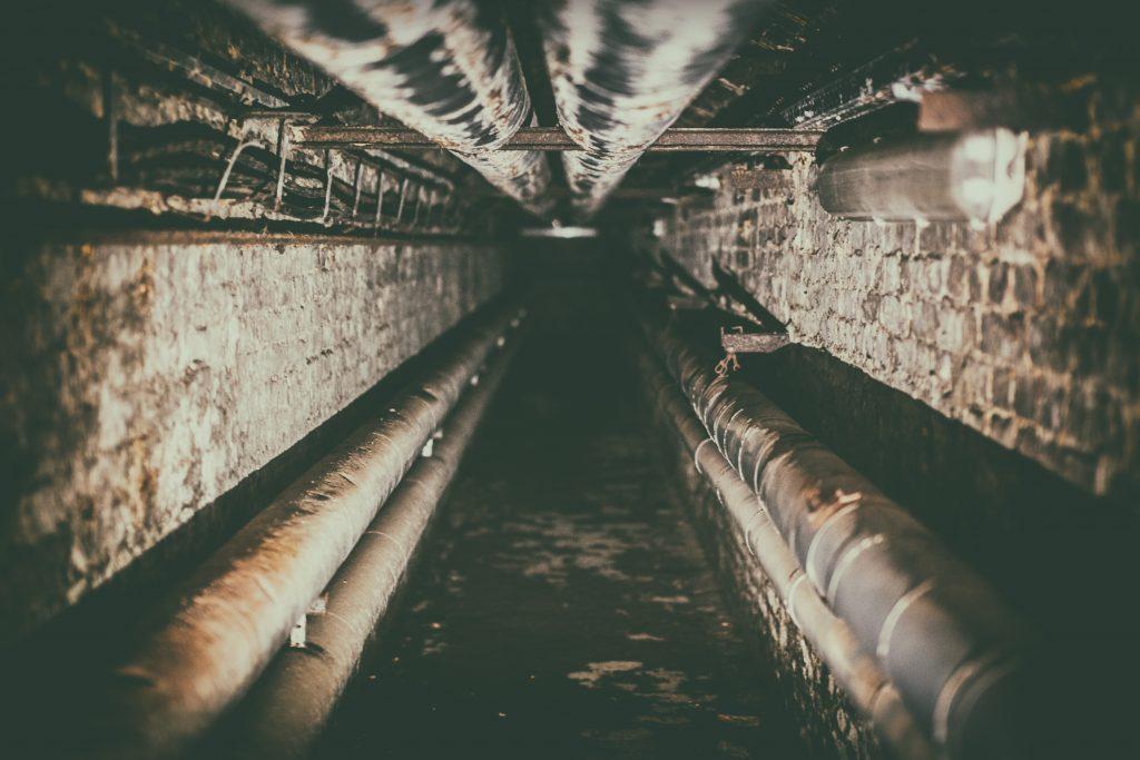 tunel w piwnicy
